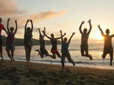 en famille sur la plage Cahuita