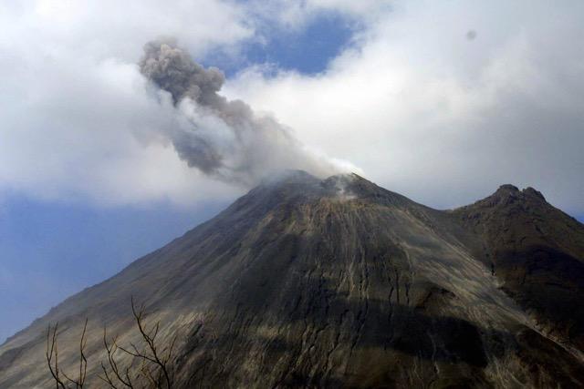 Petit coup de colère du volcan Arenal. Costa Rica